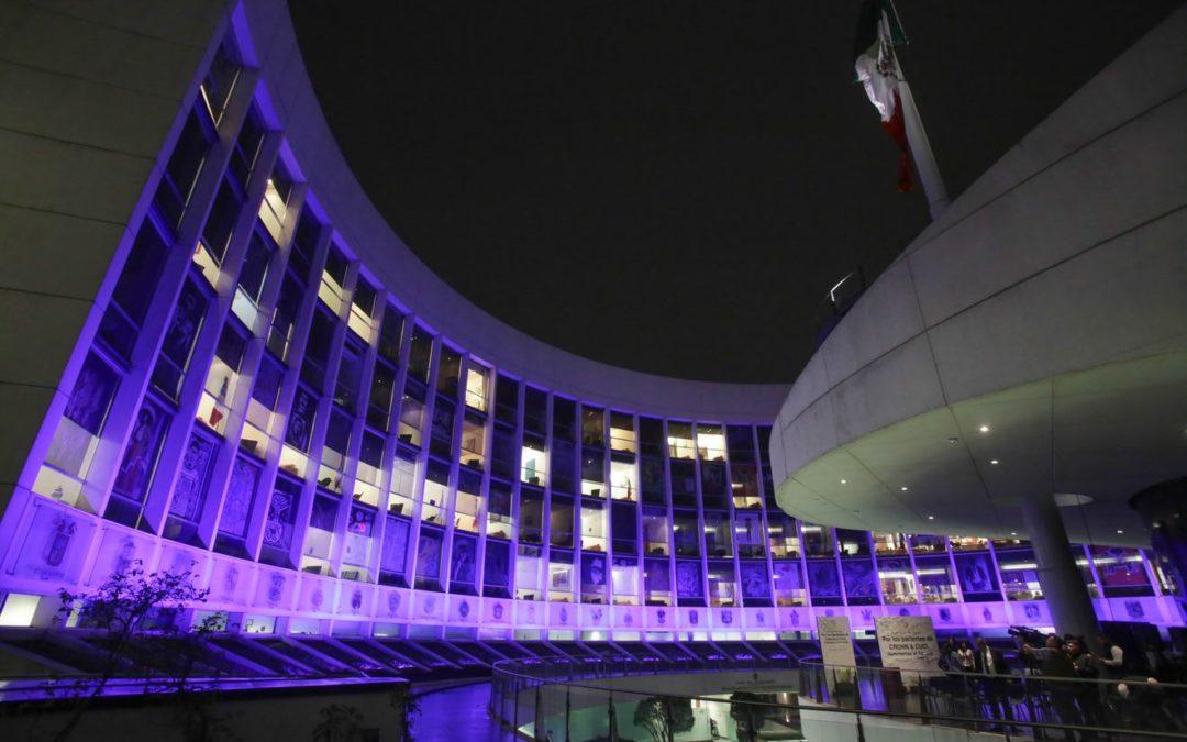 Iluminan de Morado edificio del Senado por día mundial de Crohn y Cuci