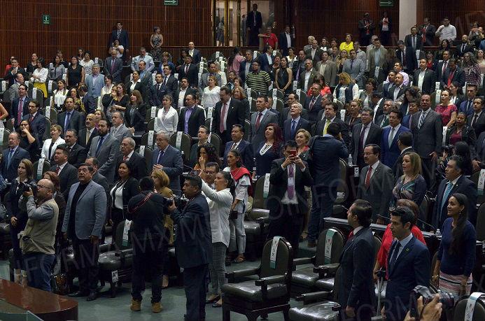 Responder a EU con aranceles, piden  diputados a Ebrard