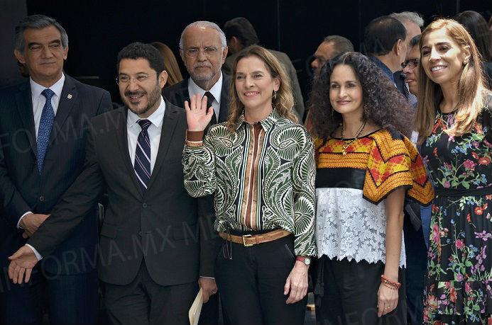 Asiste esposa de López Obrador al Senado para homenaje a Amado Nervo
