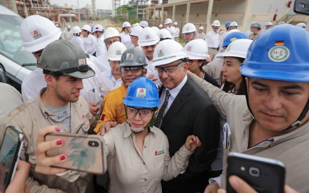 Recorre AMLO refinería «Lara Rosa» en Nuevo León