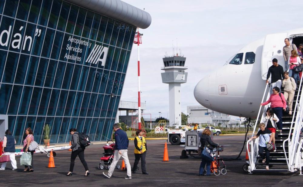 Avanza digitalización de los servicios migratorios en aeropuertos