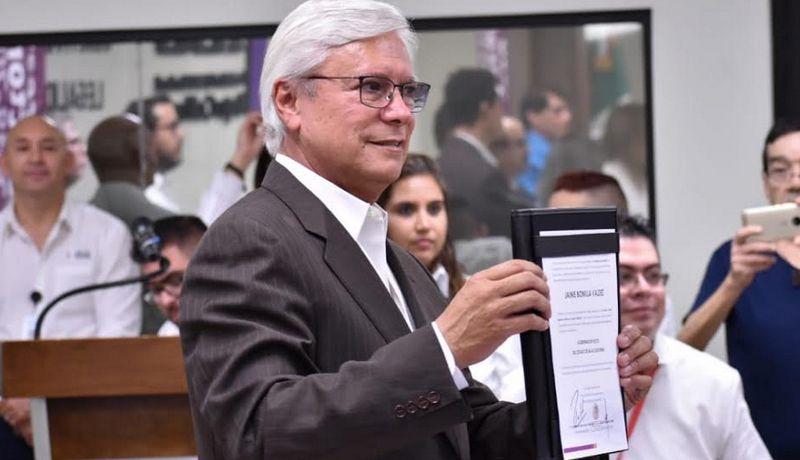 Jaime Bonilla recibe constancia de gobernador electo de BC