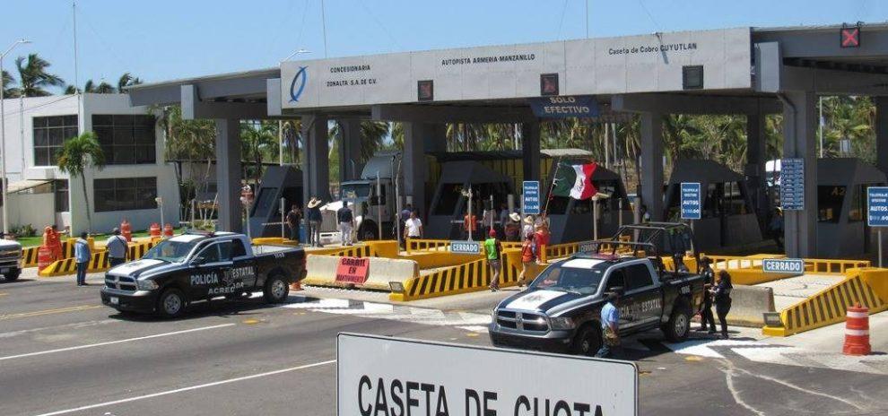 Cancela AMLO pago de peaje en caseta de Cuyutlán