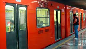 Retraso de más de 10 minutos en la línea 2 del metro