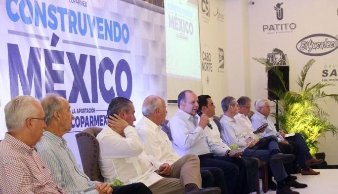 """Urgente poner freno a un gobierno """"de ocurrencias"""": Coparmex"""