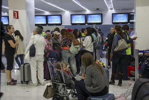 Exige Senado compensar a viajeros por demora y cancelación de vuelos