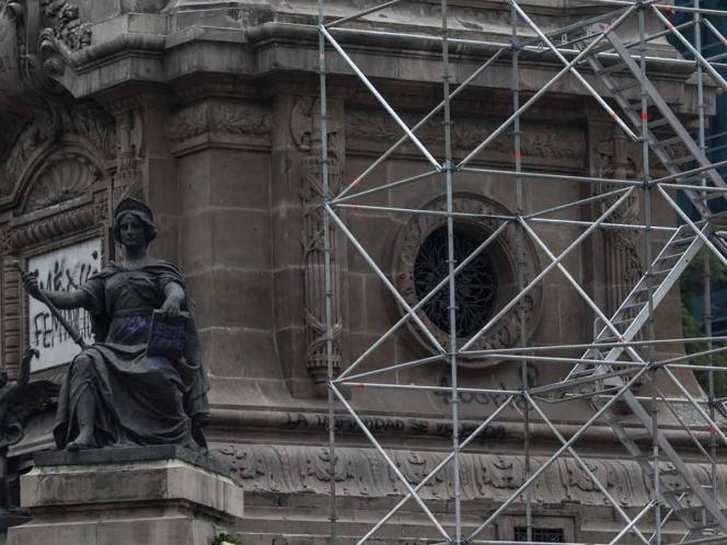 Colocan  andamio para la rehabilitación estructural de Columna de la Independencia