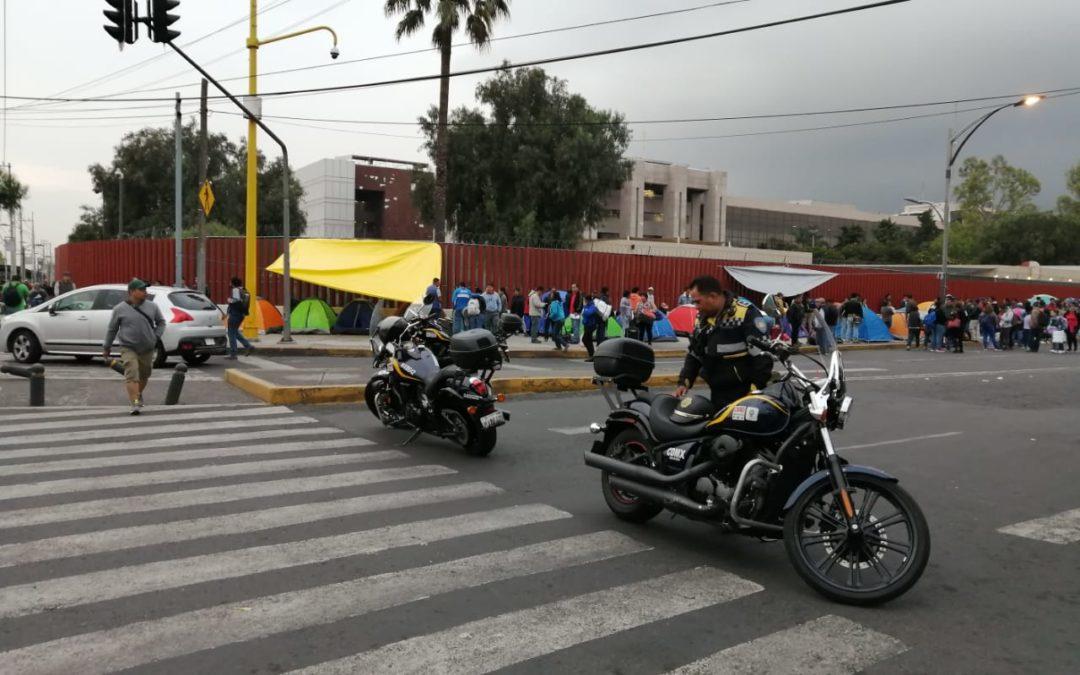 Por amenazas de la CNTE, desalojan San Lázaro