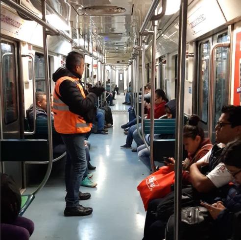 Personal de seguridad recorre trenes del Metro