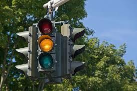 No funcionan correctamente semáforos en eje 8 Sur y eje Central