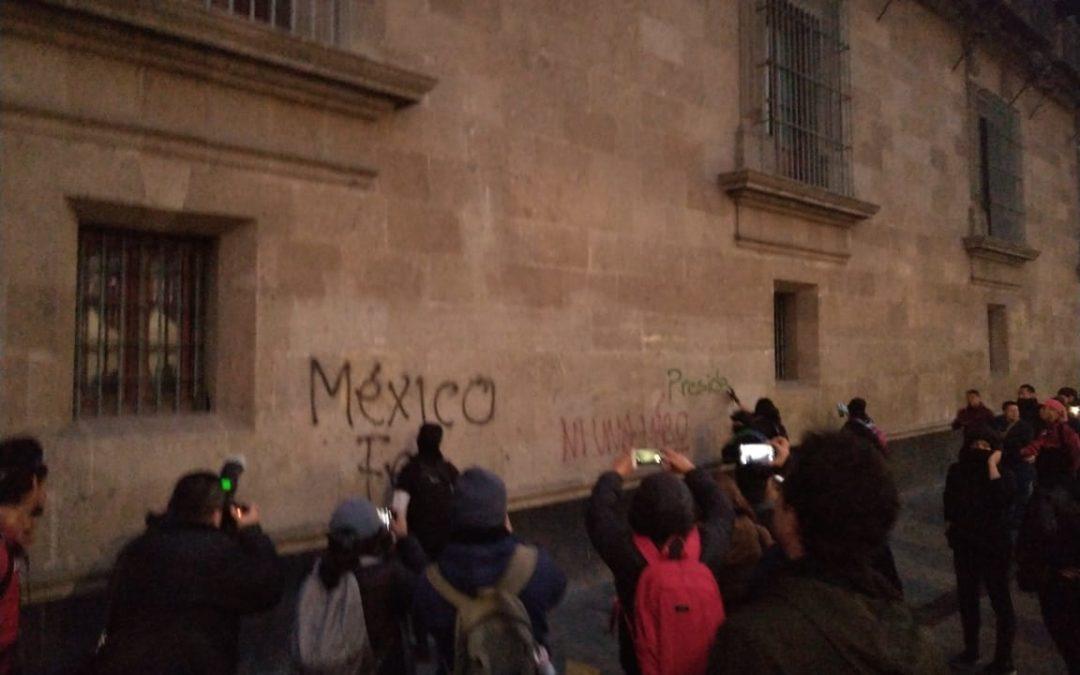 Cierran tránsito en circuito del Zócalo por manifestantes