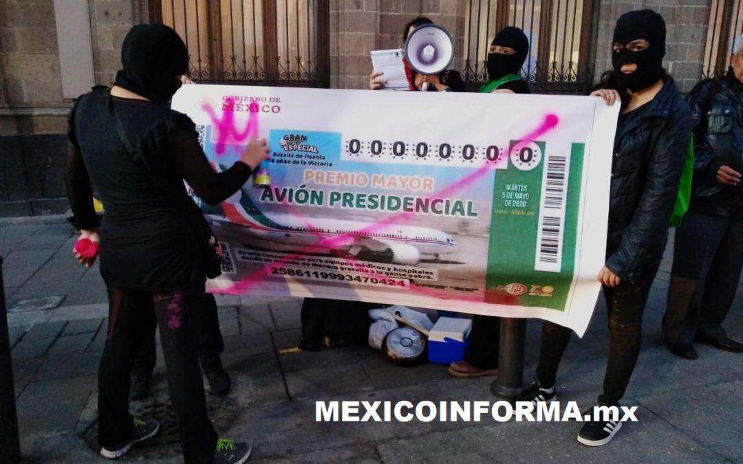 Protestan mujeres en Palacio Nacional vs feminicidios