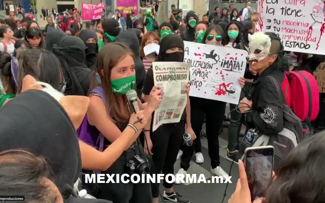 Reclaman a diario capitalino y exigen disculpa por fotos publicadas de Ingrid