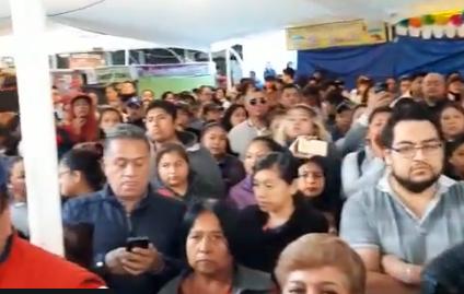 Cierran padres de familia avenida Aquiles Serdán ante inseguridad en escuela