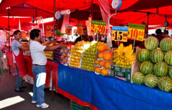 Llama el Presidente apoyar a tianguis, mercados y comercio local