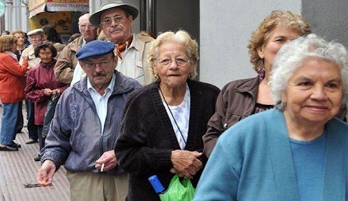 En apoyo a la economía popular reciben adultos mayores 5 mil 240 pesos como adelanto de pensión