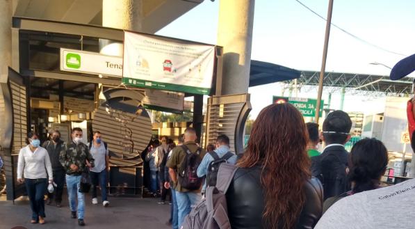 Denuncian que dosificación en Metrobús para favorecer Sana Distancia no funcionó