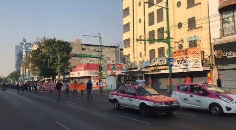 Cierran Eje central Lázaro Cardenas por manifestantes taxistas