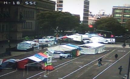 Continúa cerrada la circulación en Plaza de la Constitución