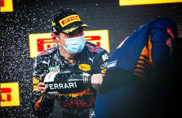 Verstappen logra su primera victoria en F1 de 2021