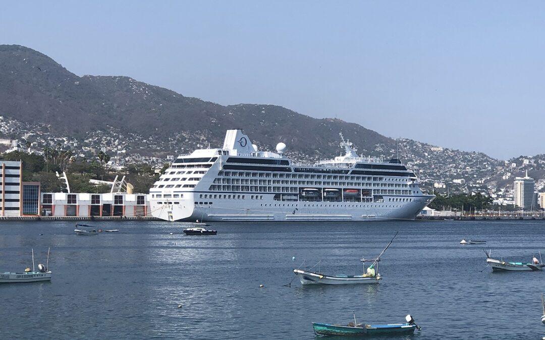 Arriba Crucero a Acapulco en preparación al banderazo de inicio