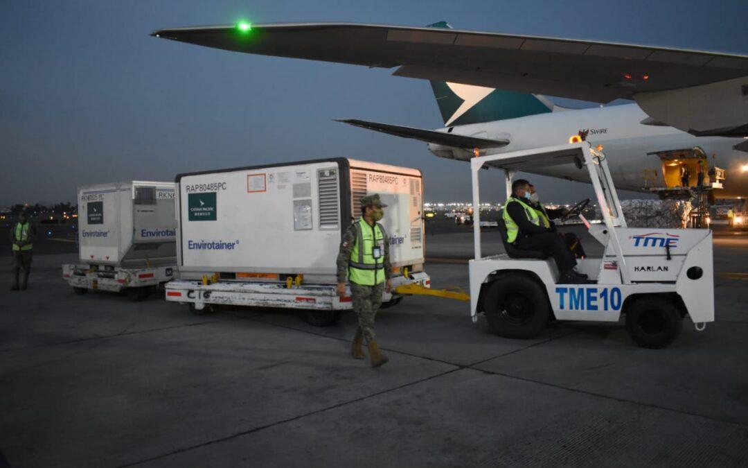 Llega a México vacunas envasadas de CanSino contra Covid