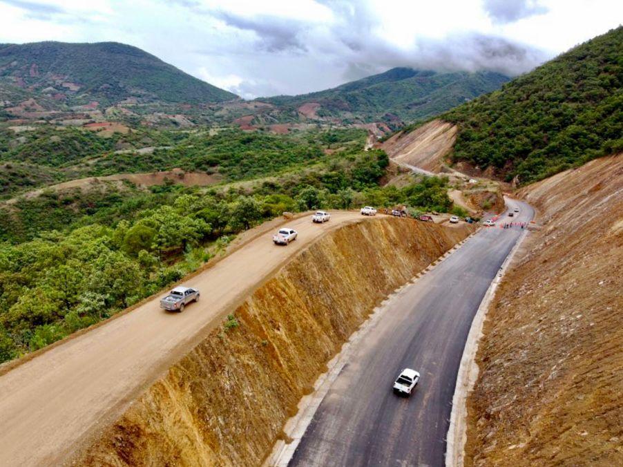 Invierten más de 4 mil mdp para vías de comunicación en Oaxaca